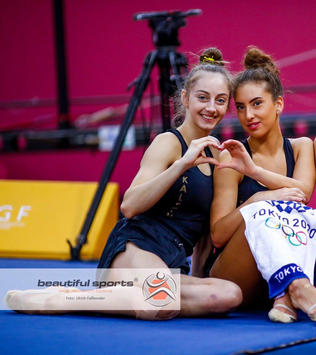 Калейн и Тасева в една група с Линой Ашрам на СК, ансамбъла заедно с Русия
