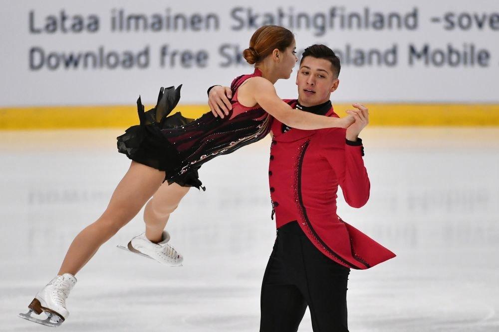 Дебютанти върнаха титлата при спортните двойки в Русия с We are the Champions