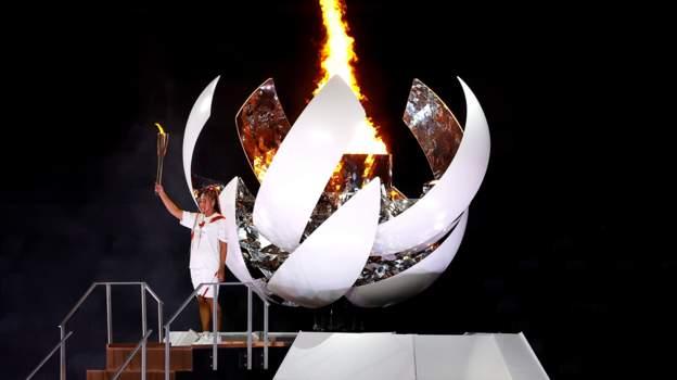 Момент за историята, момент от който настръхваш, Наоми Осака запали олимпийския огън