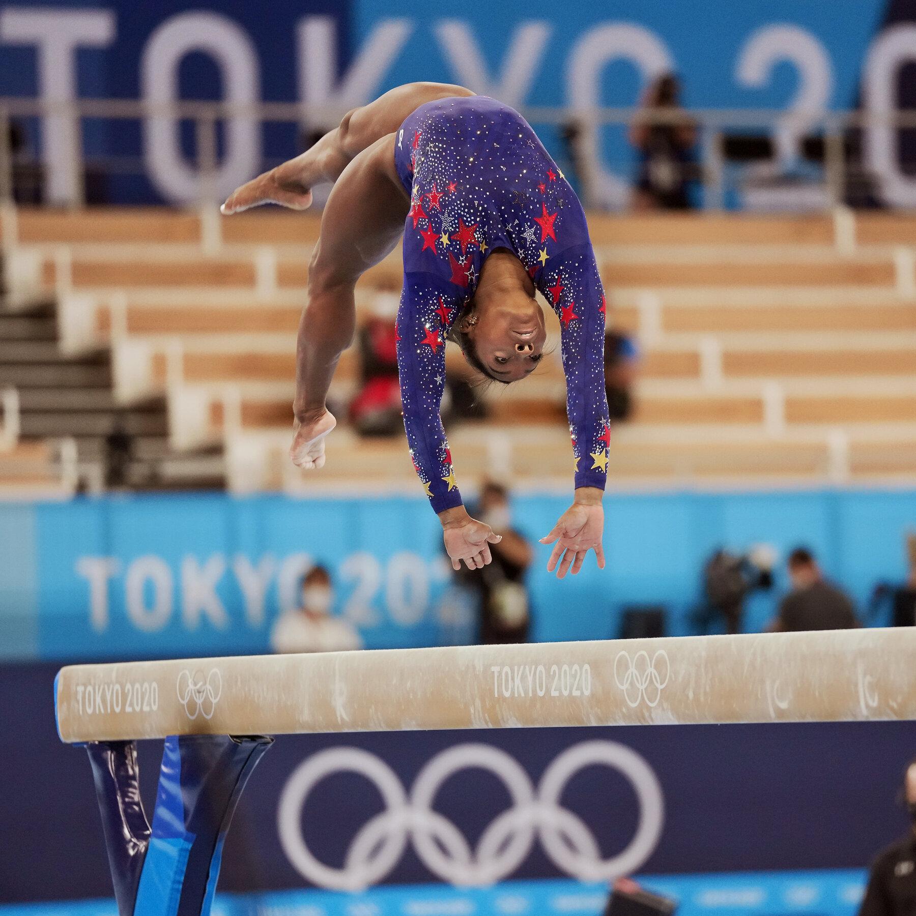 Симоне Байлс се пребори със себе си и завърши в Токио с медал